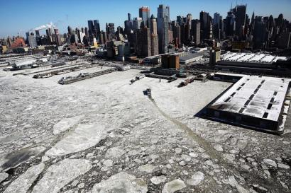 NEW YORK, NY - FEBRUARY 20: Ice floes are viewed along the Hudson River in Manhattan on a frigidly cold day February 20, 2015 in New York City. New York, and much of the East Coast and Western United States is experiencing unusually cold weather with temperatures in the teens and the wind chill factor making it feel well below zero. (Photo by Spencer Platt/Getty Images) *** BESTPIX ***