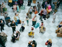 e_2013_ap_Crowd_7_Bob_Hope_Airport_PRESS