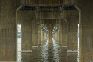 Manuel_Alvarez_Diestro_Seoul_Bridges_Its_Nice_That_2
