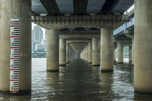Manuel_Alvarez_Diestro_Seoul_Bridges_Its_Nice_That_4
