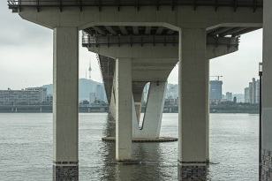 Manuel_Alvarez_Diestro_Seoul_Bridges_Its_Nice_That_6