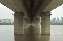 Manuel_Alvarez_Diestro_Seoul_Bridges_Its_Nice_That_7