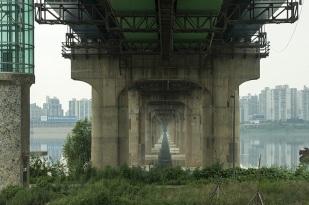 Manuel_Alvarez_Diestro_Seoul_Bridges_Its_Nice_That_9